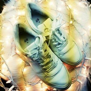 H&M white tennis shoes
